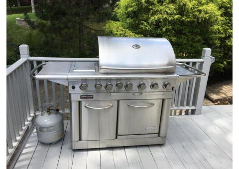 Kirkland Grill w/Side Burner & Oven